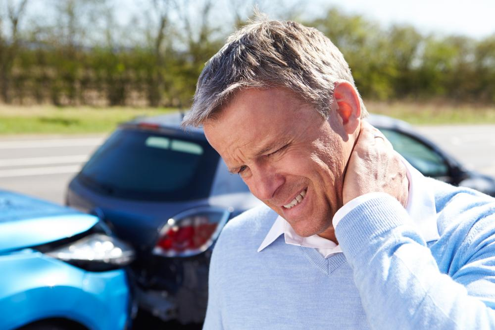man with whiplash before seeing arlington chiropractor